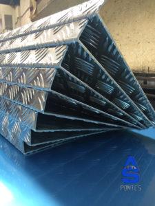 trabajos en carpintería metálica as pontes -chapa peldaños